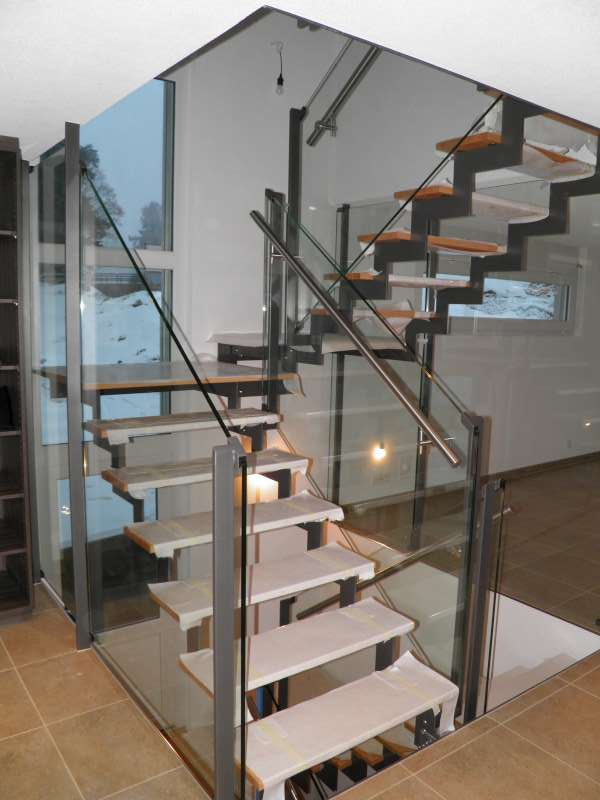 J cl perrenoud escalier m tal verre et bois - Escalier verre et metal ...